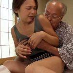 【人妻NTR】ヨボヨボ老人である夫の父に介護中にされたセクハラがエスカレートし寝取られ中出し調教され種付けされる息子の嫁