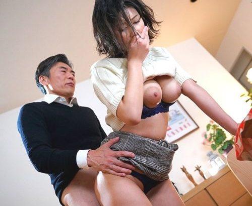美乃すずめさん、着衣のまま後ろから犯されてしまう。